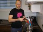 Adam sterilizuje vriacou vodou Fun Factory Tiger G5