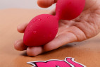 Vibrační Venušiny kuličky na dálkové ovládání Love Balls, v ruce