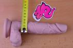 Dildo s přísavkou a varlaty Silicone (18 cm), měříme průměr u kořene