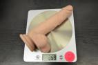 Dildo s přísavkou a varlaty Silicone (18 cm), na váze