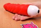 Silikonový vibrátor Big Muscle v ruce