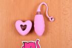 Bezdrátové vibrační vajíčko Pink Love, na stole