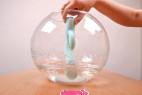 Vibrátor s výběžkem na klitoris Turquoise Diamond – test vodotěsnosti