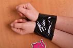 Bondážna páska Noir - zviazané ruky páskou
