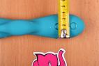 Silikónový vibrátor Tiffany Dream - meriame šírku vibrátora u ovládanie