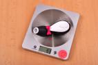 Satisfyer Pro Penguin – vážíme pomůcku, stolní váha ukazuje 93 g