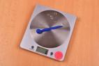 Silikonový dilatátor Blue Stick – vážíme dilatátor, stolní váha ukazuje 6 g