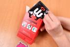 Wingman kondómy - vyťahovanie kondómu z krabičky