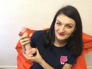 Dildo s přísavkou a varlaty Maxim (24 cm) – Karin ukazuje